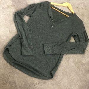 GAP long sleeve gray thermal top!